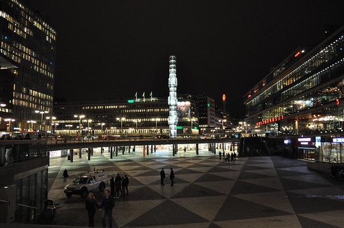 2011.11.09.350 - STOCKHOLM - Sergels torg - Kristallvertikalaccent