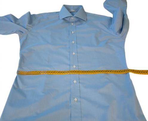 Prendere le misure della vita per camicie su misura