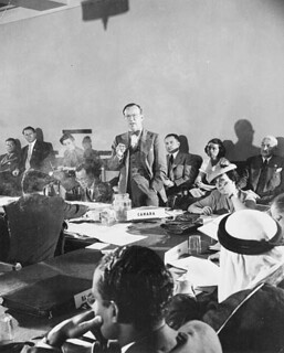 Lester B. Pearson, at the United Nations Conference on International Organization, San Francisco, Calif., 1945 / Lester B. Pearson, à la Conférence des Nations Unies sur l'Organisation internationale, San Francisco, Calif., 1945