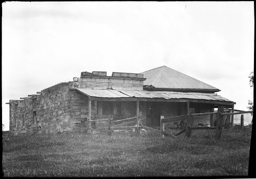 The Homestead, Louth Park, owned by John Thomas Maughan, 1822 on a grant of 123 acres (known locally as the old police lock up (debatable)), photographs ca.1935