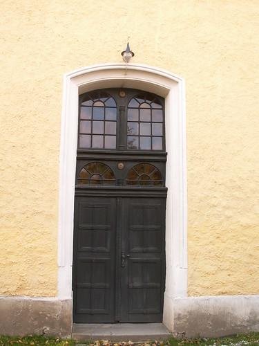 Gleißendes Sonnenlicht vor der Sachsen Kirche 297