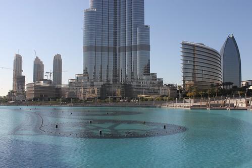 Hochhäuser am Fusse des Burj Khalifa