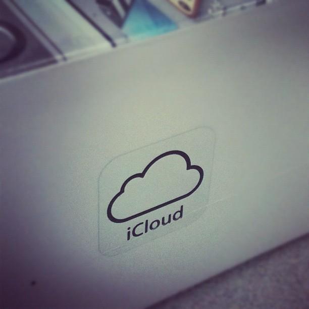 iPhone4Sの箱にはiCloudのロゴが入ってます。 - 無料写真検索fotoq