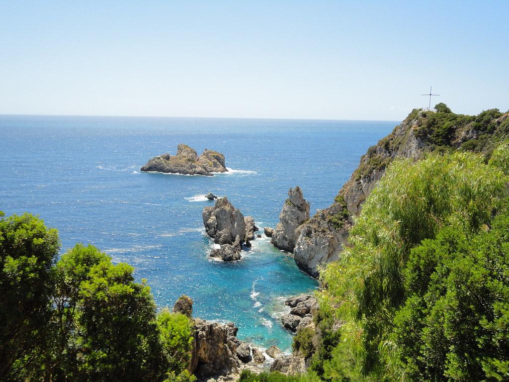 Cerulean Seas and Verdant Rocks