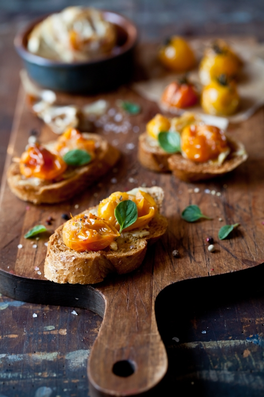 Tomato & Roasted Garlic Tartines