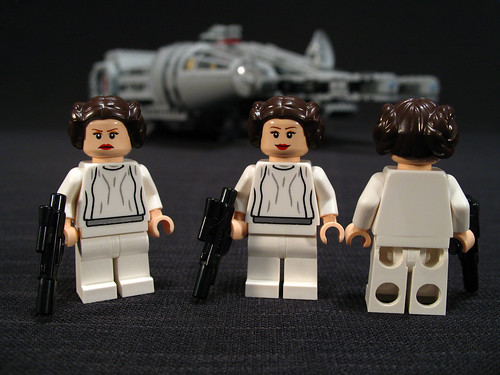 7965 Millennium Falcon Review: Leia