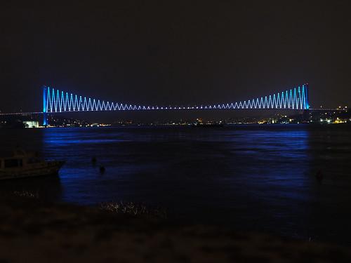 Boszporusz-híd kékben
