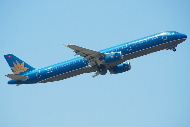 Vietnam Airlines Airbus A321-231; VN-A360@SIN;12.08.2011/618av