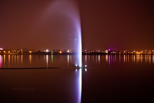 nightphotography reflection water 50mm citylights hyderabad longshutter shutterspeed tankbund necklaceroad 550d
