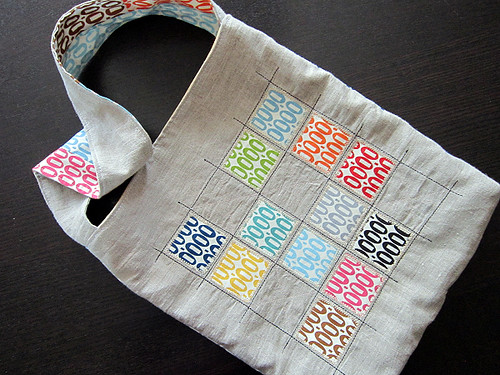 Pezzy tote on linen