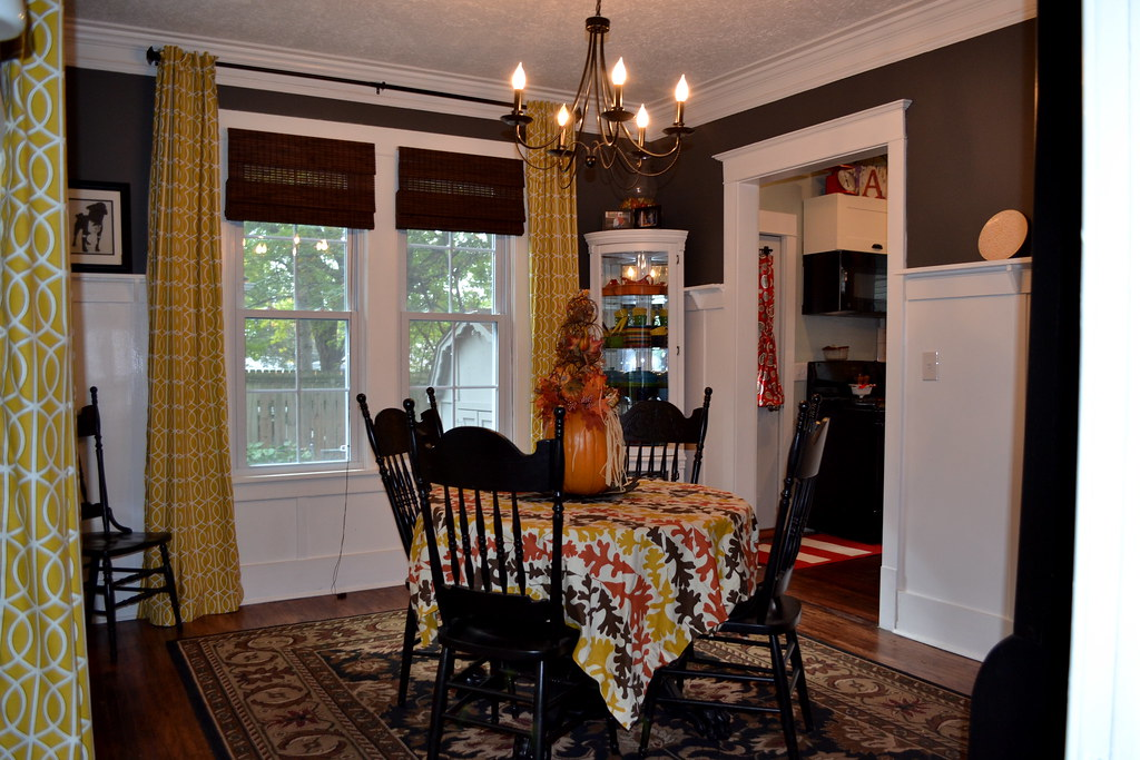 Finish dining room curtains newlywoodwards for Dining room valances