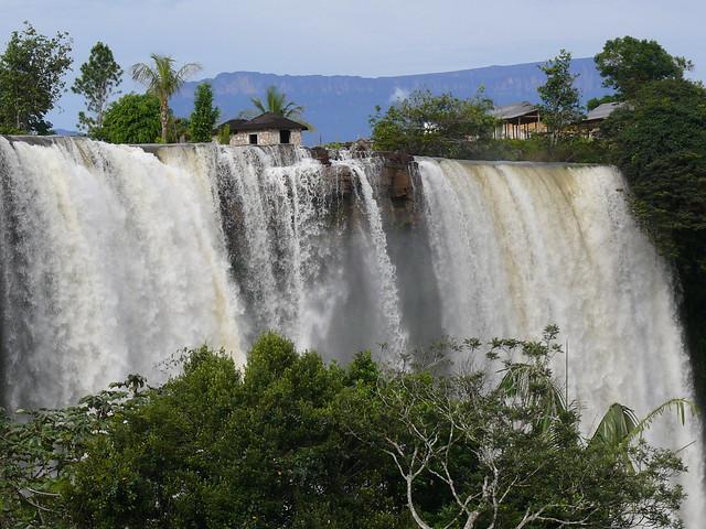 """Salto"""" Kama Meru """" Parque Nacional Canaima , La Gran Sabana , Estado Bolivar"""