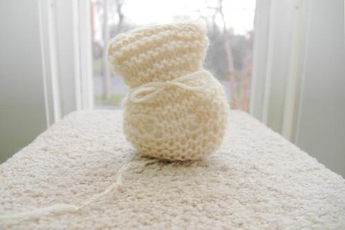 day 2690: knittin' kitties. II.