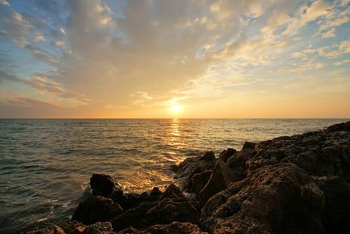 ocean blue light sunset sea sky usa gulfofmexico clouds america golf stpetersburg evening abend licht meer waves sonnenuntergang gulf tampabay florida stones himmel wolken blau amerika stein wellen abendlicht ozean 2011 golfvonmexiko abenstimmung golfcoast sonyalpha200