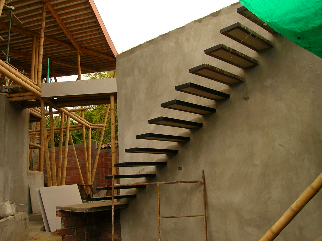 Escaleras de bambu bamboo bridge with bamboo pole stairs for Escalera toallero ikea