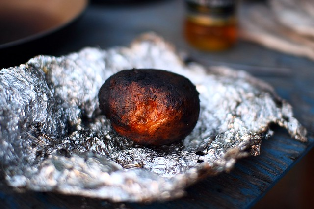 how to cook jacket potatoes in a campfire