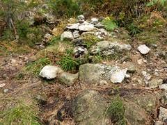 Sentier Fumicosa/Samulaghja : après la bifurcation du ruisseau de Fumicosa, source sur la trace cairnée