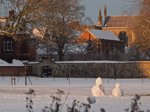Snowmen by Winchester Cathedral