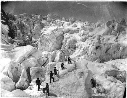 Cordée d'alpinistes, ascension des Grands-Mulets, Alpes