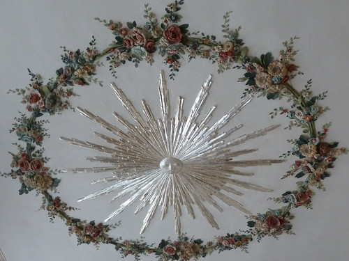 flowers decoration ceiling sunburst lithuania rundelepalace