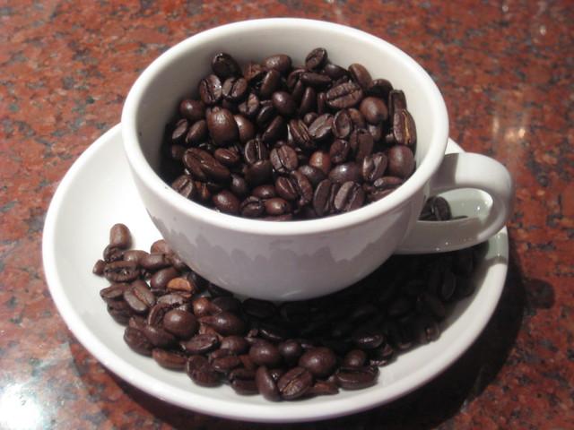 コーヒー豆でいっぱいのコーヒー