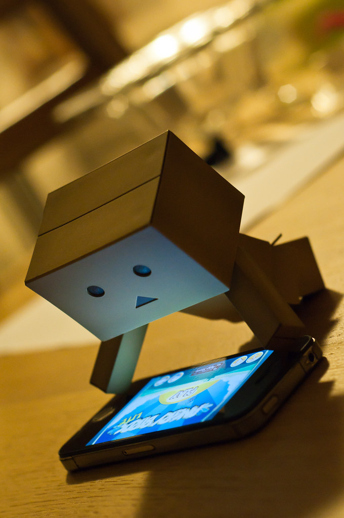 Danbo plays Angry Birds