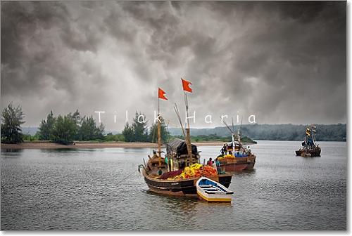 sea clouds boat fishermen maharashtra backwaters konkan boatmen pratibimbsangli konkanmaharashtra