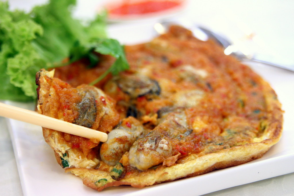 Toa Payoh Food Guide: Swatow Seafood Restaurant's crispy oyster omelette with plump and juicy oysters