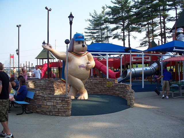 Holiday World - Holidog Statue