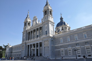 http://hojeconhecemos.blogspot.com/2011/10/do-catedral-de-santa-maria-de-almudena.html