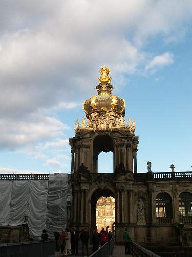 Goldene Krone der Glut in der Seele tiefsten Raum am Kronentor in Dresden 025