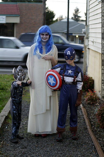 corpse bride, with her escorts captain america and ironhide    MG 7073