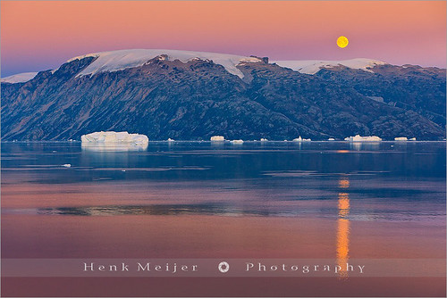 morning winter moon snow cold ice water sunrise canon landscape view dusk east fullmoon arctic moonrise greenland fjord iceberg rise viewpoint icebergs rode ittoqqortoormiit scoresbysund floydian canoneos1dsmarkiii henkmeijer rodefjord rødefjord