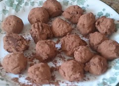 chocolate truffle, baked goods, cookies and crackers, food, dish, dessert, cuisine, snack food,