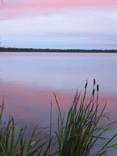 morning pink autumn sky lake reflection water sunrise suomi finland october scenery view oulu maisema vesi syksy heijastus taivas aamu auringonnousu lokakuu kuivasjärvi purppura
