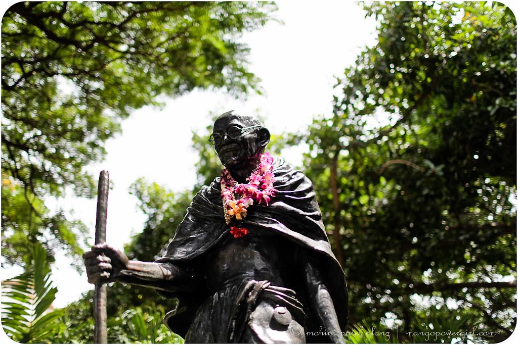 mahatma gandhi statue wakiki banyan trees honolulu