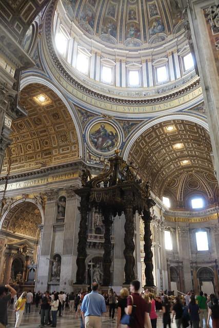 St. Peter's baldachin 木製祭壇