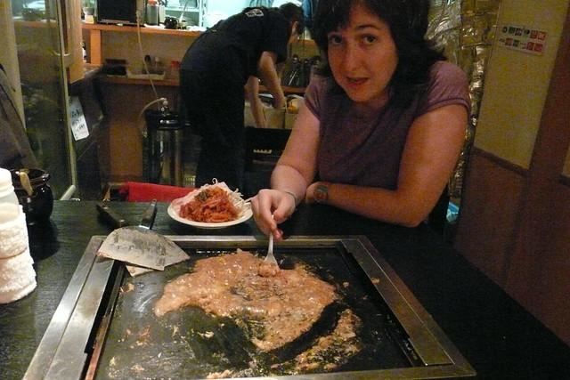 Comiendo monyayaki, ¡ríquisimo!