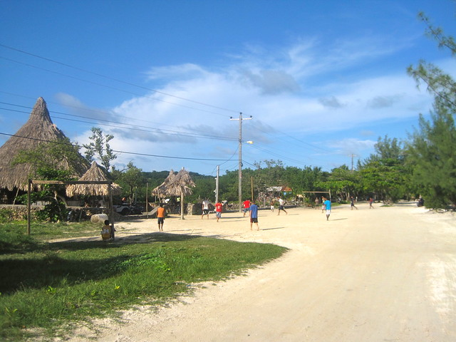 dirt road daily life on utila honduras