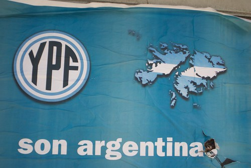 'Nuevo Encuentro' posters who were/are part of Frente para la Victoria use YPF logo in nationalistic propaganda in Buenos Aires.
