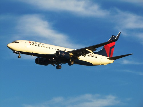 Delta 737, photograph by redlegsfan21, http://www.flickr.com/photos/redlegsfan21/