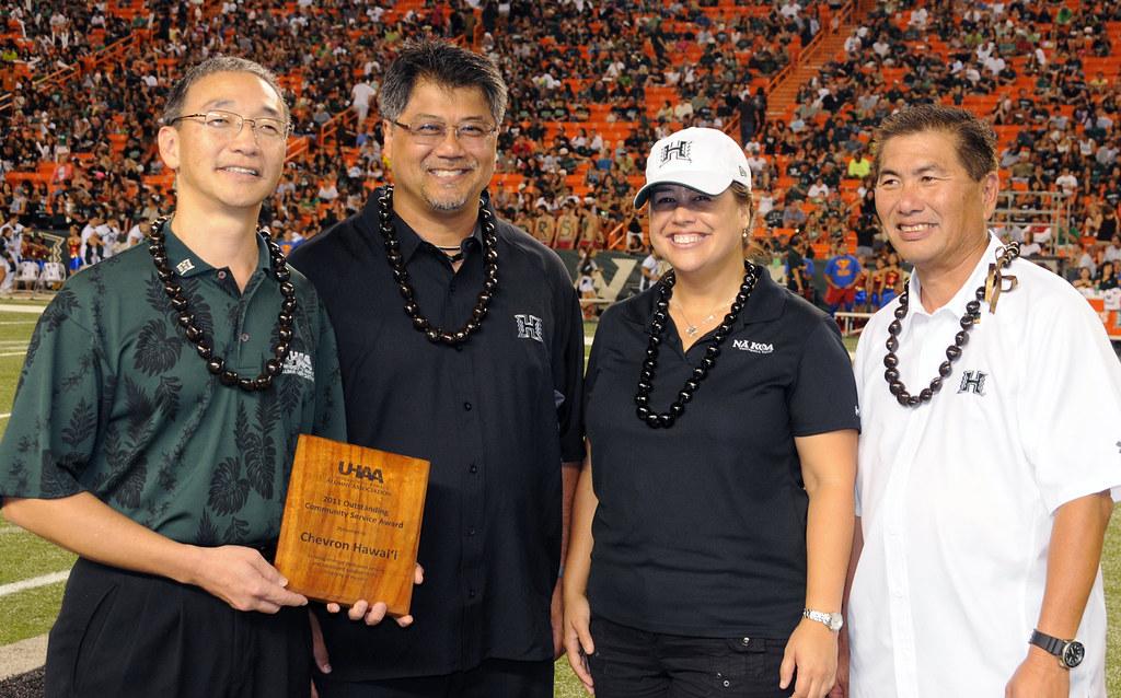 <p>University of Hawaii Alumni Association's Douglas Inouye, far left, and Alvin Katahara, far right, presented the award to Chevron Hawai'i's Albert Chee, Jr., middle left, and Carina Tagupa.</p>