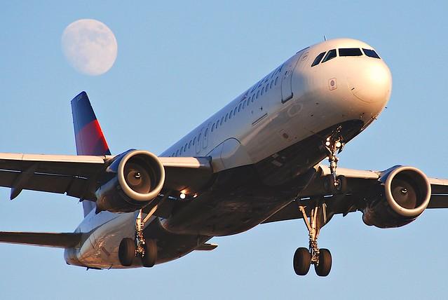 Delta Air Lines Airbus A320-211; N330NW@LAX;08.10.2011/620fu