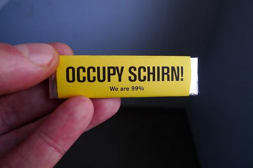 Occupy Schirn Kaugummi als Aufruf zur Besetzung der Schirn Kunsthalle