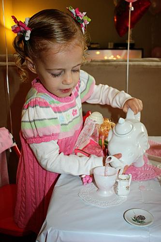 Auttie-pouring-pink-tea
