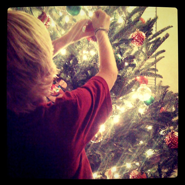 Decorating the #Christmas tree.