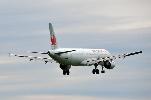Air Canada Airbus A321 C-GIUB