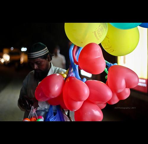 people urban portraits balloon streetphotography hyderabad seller eatstreet
