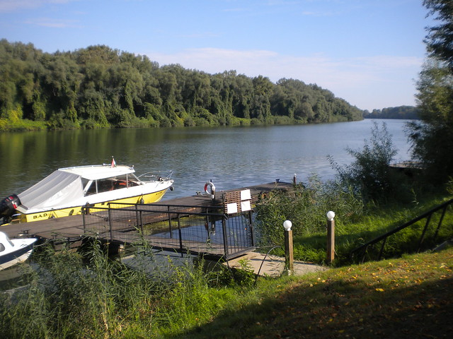 Un pequeño muelle en el río Tisza