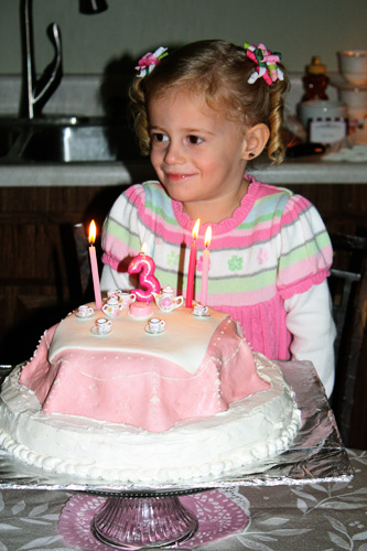 Auttie-and-her-bday-cake